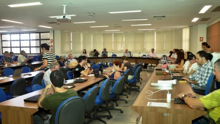 Fotografia na sala dos conselhos durante reunião do Conselho de Diretor (CONDIR) em 2016